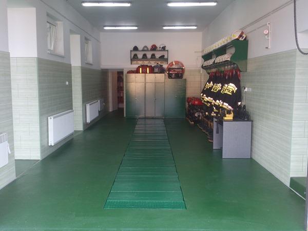 Stary boks garażowy